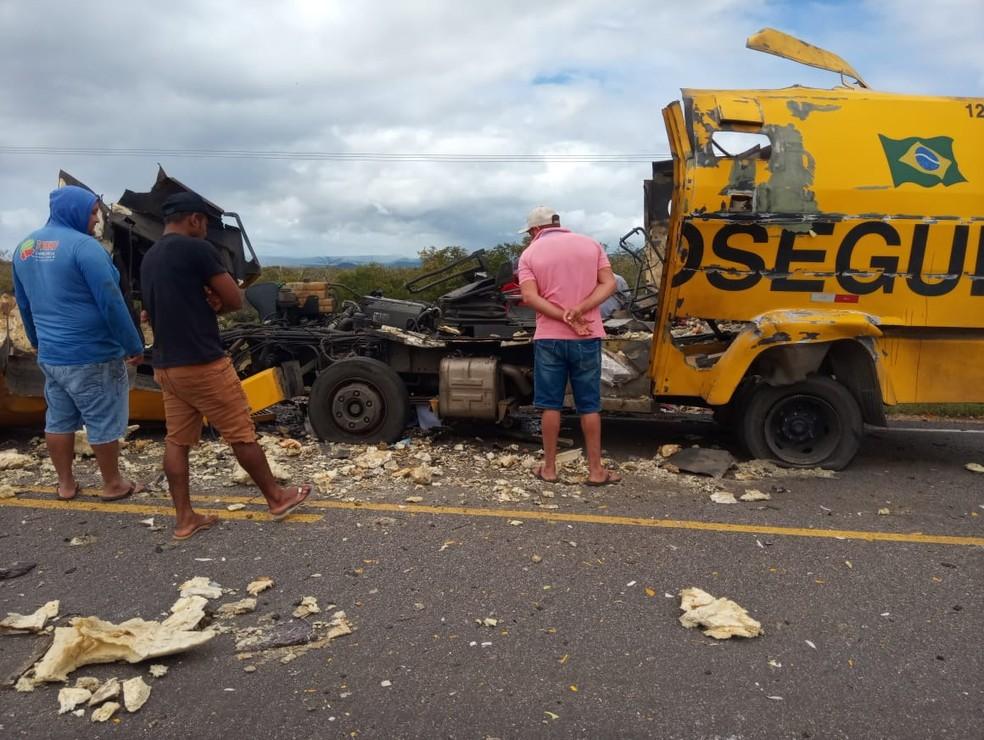 Carro-forte explodido durante tentativa de assalto na cidade de Glória, norte da Bahia — Foto: Redes Sociais