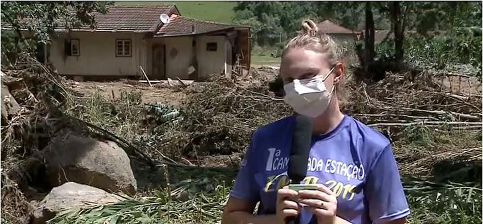 Professora conta que cunhado, que morreu em Ibirama, tentava salvar parentes quando foi arrastado pela água — Foto: Reprodução/NSC TV