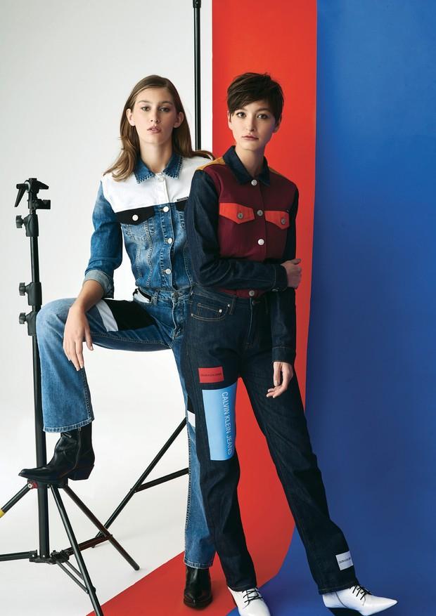 À esquerda, jaqueta (R$ 850), calça (R$ 550) e botas (R$ 750). À direita, jaqueta (R$ 520), calça (R$ 520) e botas (R$ 690), tudo da Calvin Klein Jeans (Foto: Murilo Yamanaka)