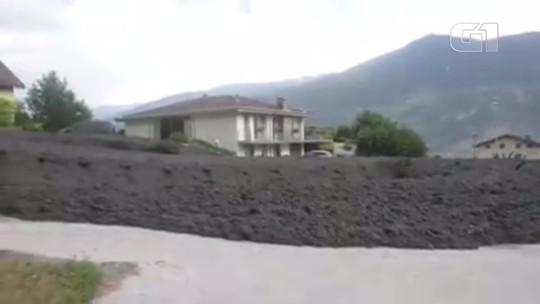 Deslizamento de lama danifica casas e carros de vilarejo na Suíça; vídeo