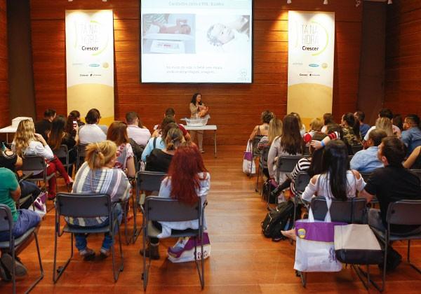 Plateia atenta no workshop Cuidados com o Bebê, com Sônia Sertório (Foto: Ricardo Cardoso)
