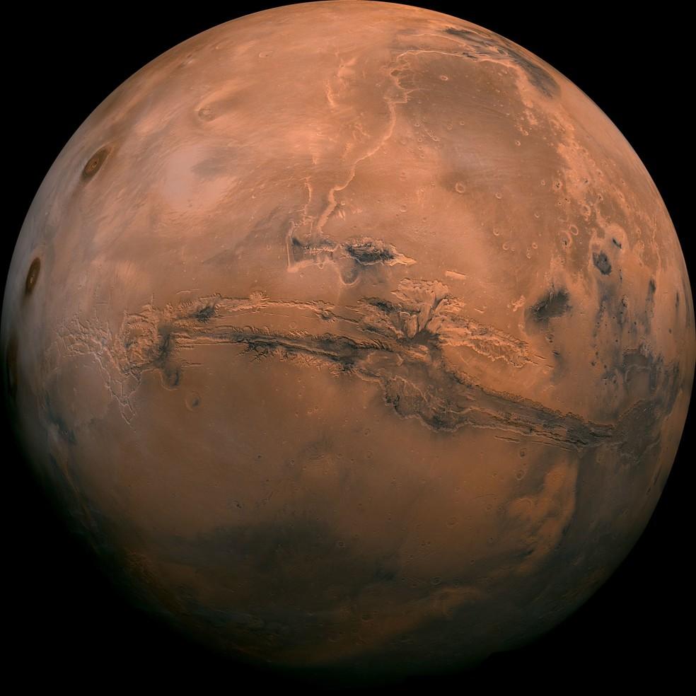 Foto de Marte formada por uma composição de mais de 100 fotos, tiradas pelas sondas Viking, nos anos 70. — Foto: Nasa/AP