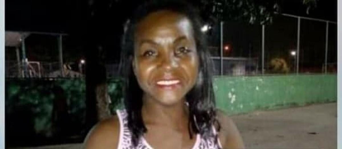 Mulher morre atropelada por carro enquanto andava de bicicleta em Resende - G1