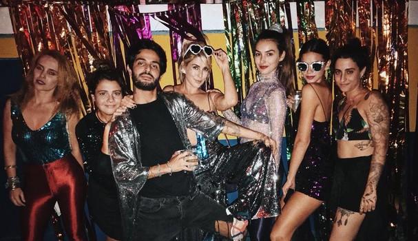 Bruna Marquezine e amigas em festa Disco (Foto: Reprodução / Instagram)