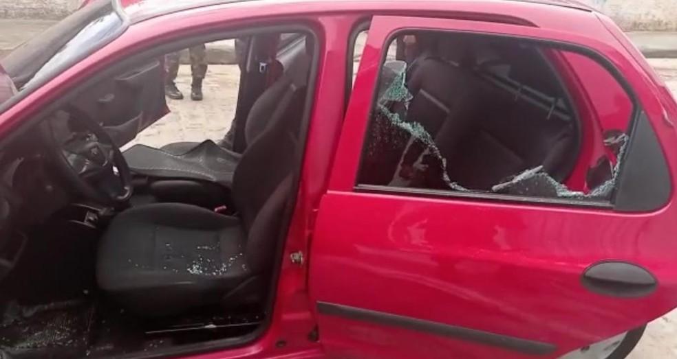 Carro vermelho utilizado por criminosos em atentado que vitimou criança de 4 anos na Zona Norte de Natal — Foto: Reprodução