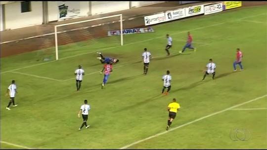 Goleiro comete falha bizarra em partida do Campeonato Tocantinense; veja o vídeo
