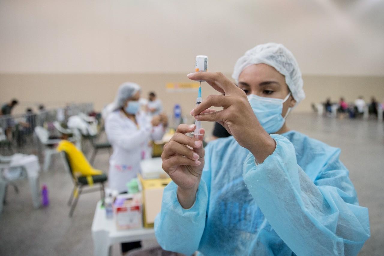Fortaleza divulga listas de agendados para vacinação contra Covid-19 na sexta e sábado