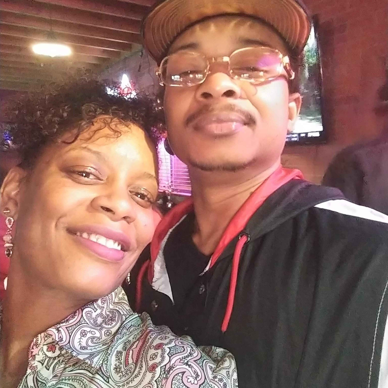 Família de Jacob Blake paga fiança e ordem de prisão contra ele é retirada, diz jornal