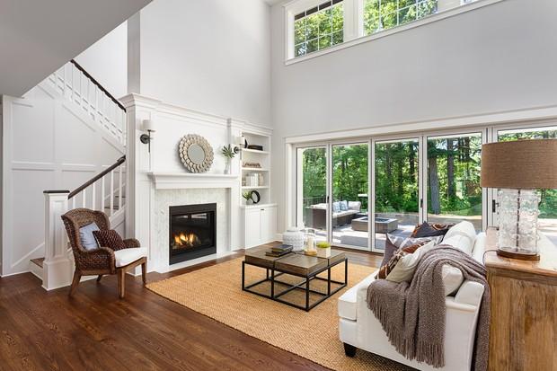 Nas noites frias, a lareira é opção acertada e um investimento cada vez mais acessível (Foto: Thinkstock)