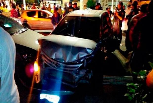 Vários carros foram batidos durante o momento de fúria do advogado, segundo a polícia (Foto: Divulgação/Polícia Militar do RN)