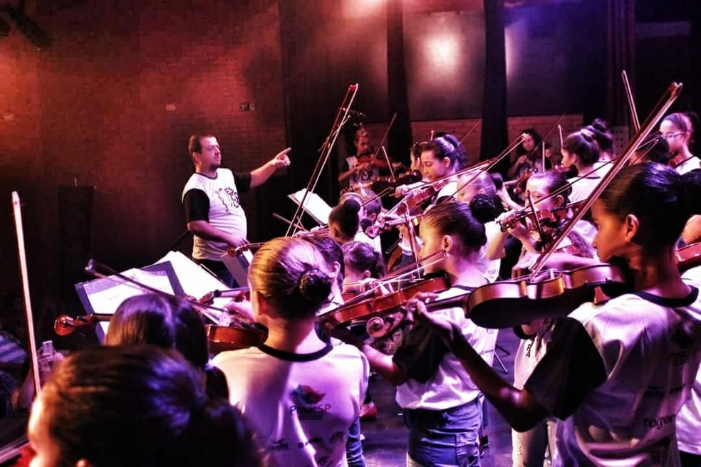 Crianças e adolescentes participam de projeto sociocultural em Araraquara e Nova Europa (Foto: Matheus Vieira)
