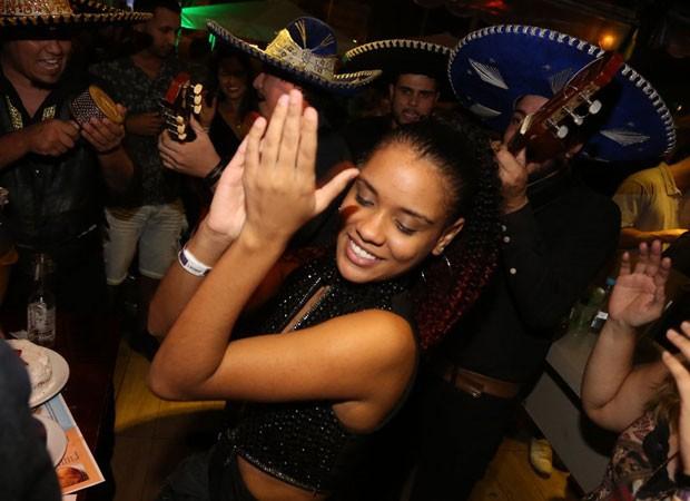Heslaine Vieira comemora aniversário no Rio (Foto: AgNews)