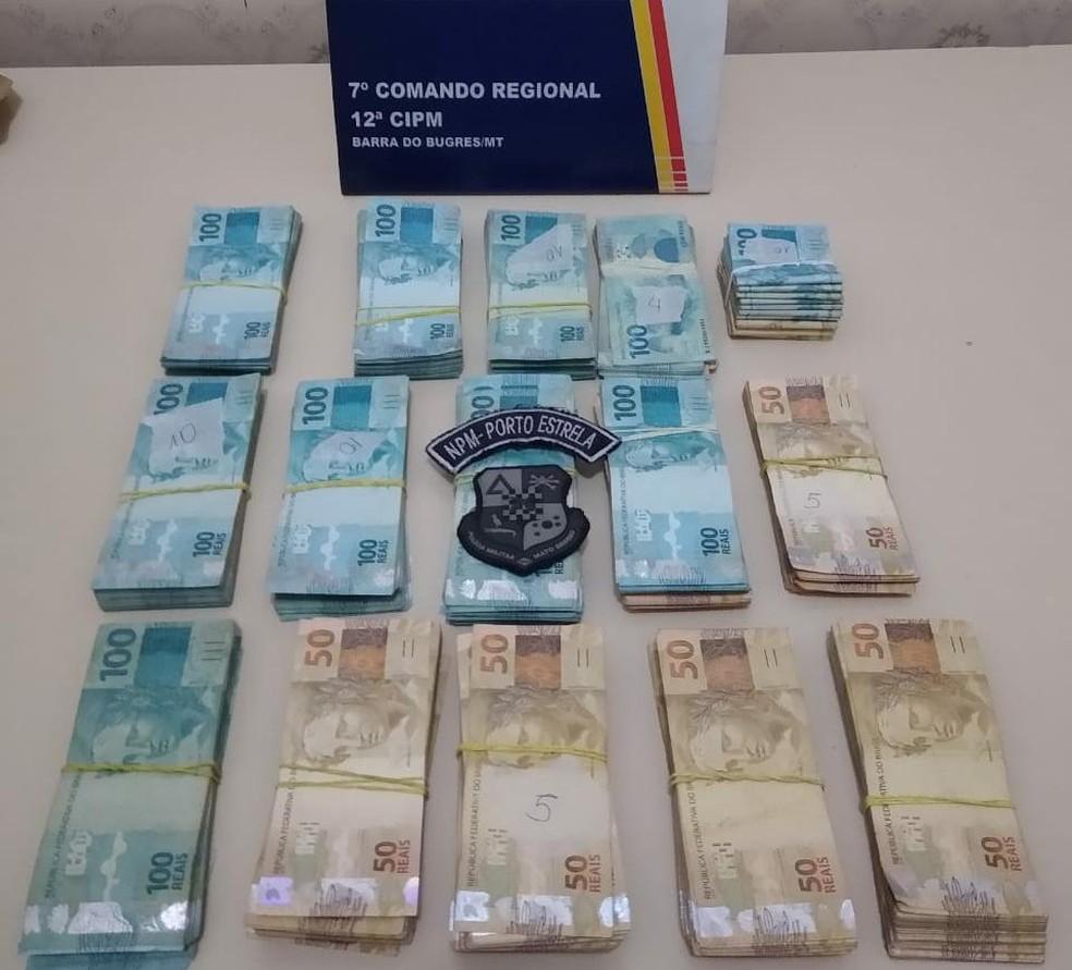 Motociclista foi preso com R$ 120 mil após furar bloqueio policial na MT-343 — Foto: Polícia Militar de Mato Grosso