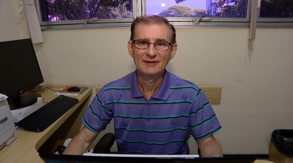 José Carlos de Oliveira, professor com Surdocegueira da Univerisade Federal de Uberlândia — Foto: Reprodução/ TV Integração