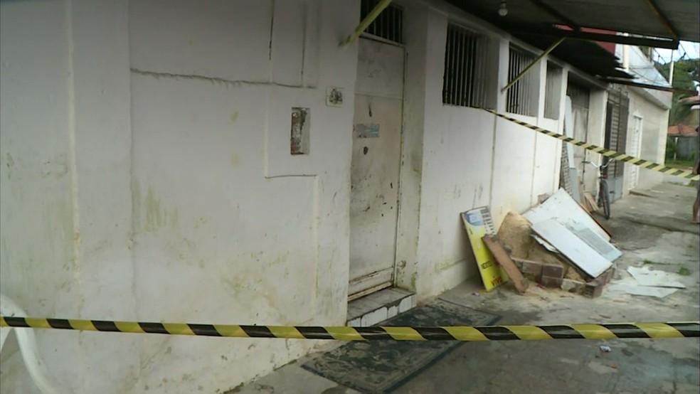 Casa em que ocorreu o incêndio foi interditada (Foto: Reprodução/TV Globo)