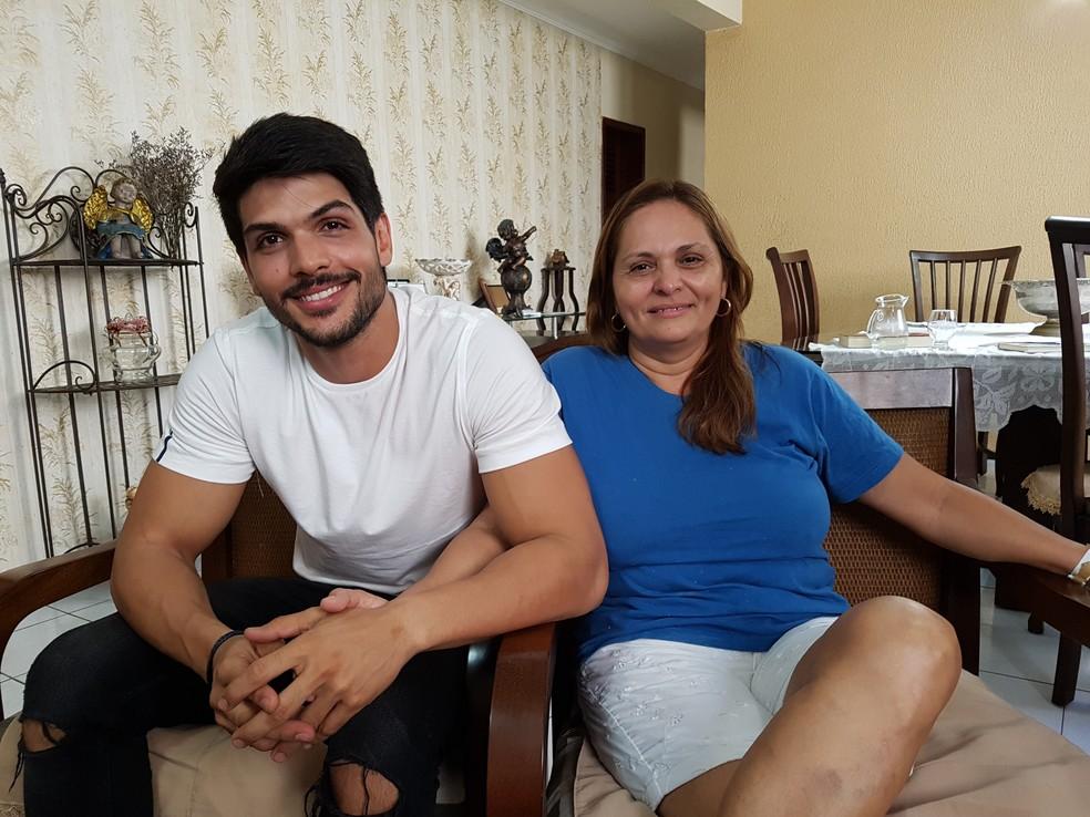Mãe do Lucas não vê maldade na relação do filho com Jéssica: 'Existe um carinho especial sim. Não pode existir?' (Foto: Gabriela Mouta/Gshow)