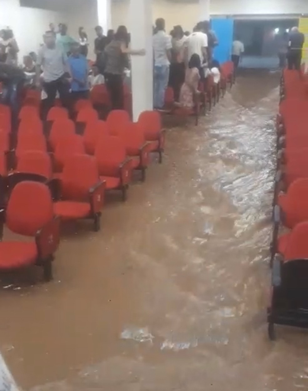 Igreja é alagada na Região do Barreiro, durante temporal em BH — Foto: Reprodução/Redes sociais
