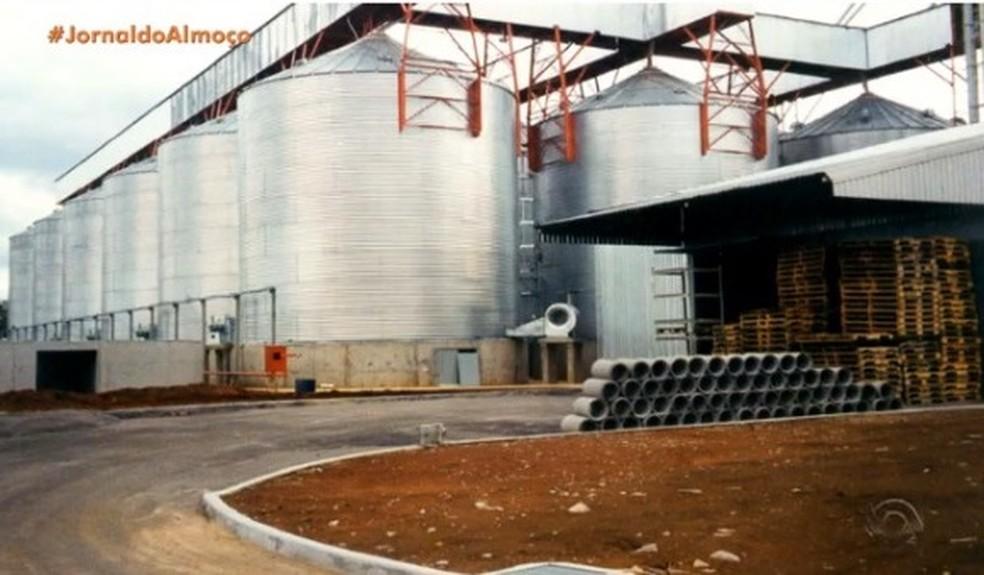 Planta em Nova Prata será desativada em maio e produção de pipocas será transferida para Pouso Alegre, em Minas Gerais. — Foto: Reprodução/RBS TV