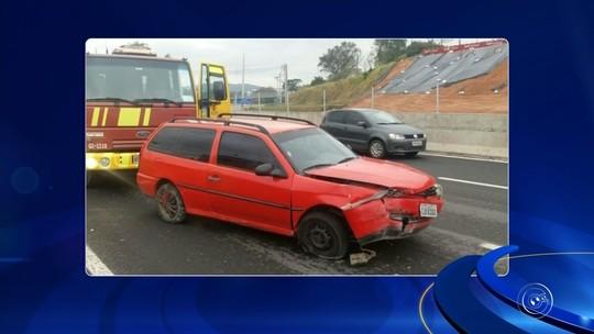 Motorista perde direção do carro e bate em mureta de rodovia em São Roque; vídeo