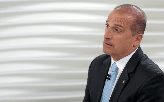O relator do projeto Onix Lorenzoni.Os colega o seguiram para que ele não conversasse com procuradores (Foto: EONARDO BENASSATTO/FUTURA PRESS/ PRESS/ESTADÃO CONTEÚDO)