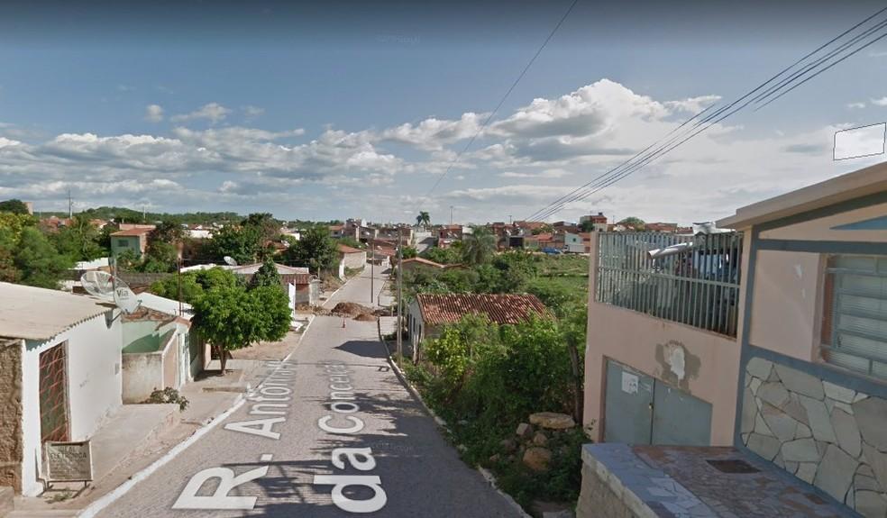 Casa da vítima fica na Rua Antônia Maria da Conceição no bairro Divino em Salgueiro  — Foto: Reprodução/ Google Maps