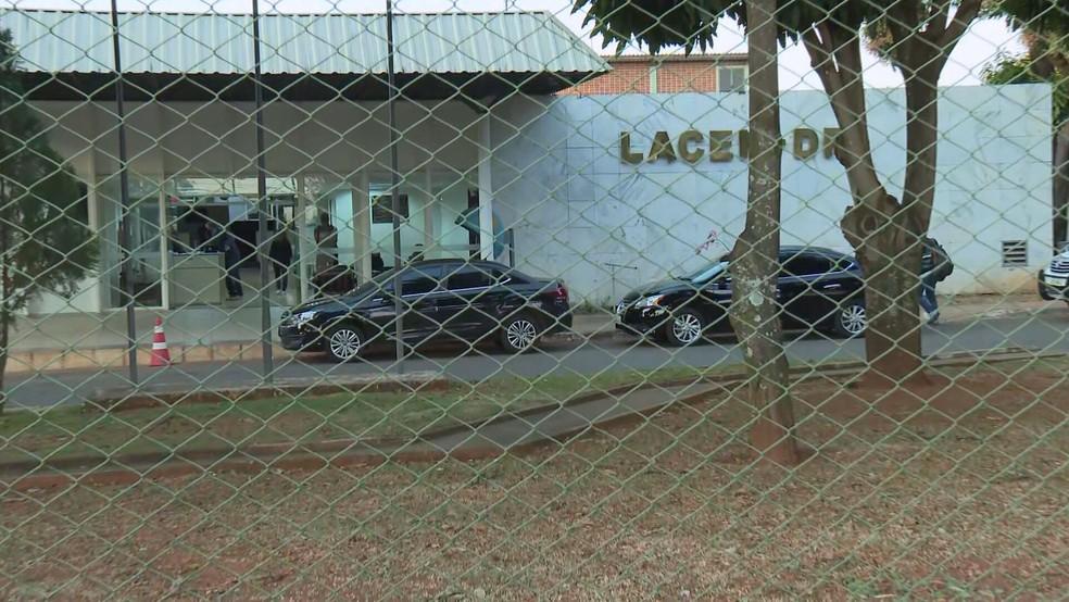 Polícia faz buscas no Laboratório Central do DF, nesta quinta (2), em investigação sobre compra de testes de coronavírus — Foto: TV Globo/Reprodução
