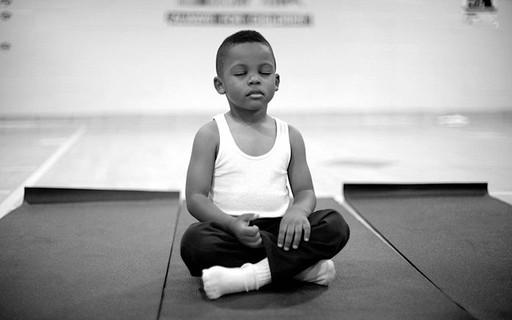 Esta escola substituiu a suspensão por meditação e o resultado foi incrível