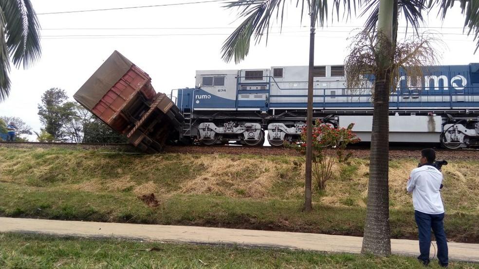 Acidente aconteceu na manhã desta segunda-feira (31) (Foto: Claudinei Guidini/Arquivo pessoal )