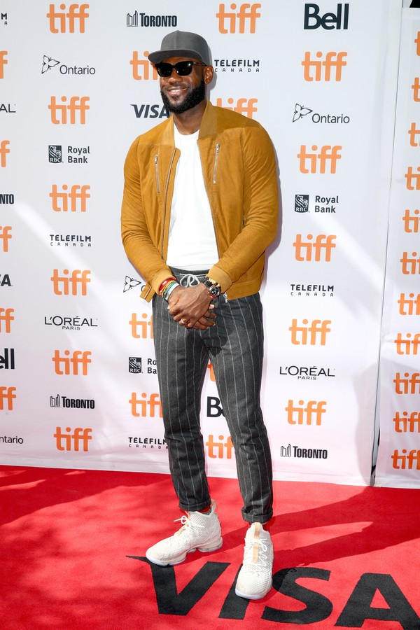 "TORONTO, ON - SEPTEMBER 09:  LeBron James attends ""The Carter Effect"" premiere during the 2017 Toronto International Film Festival at Princess of Wales Theatre on September 9, 2017 in Toronto, Canada.  (Photo by Joe Scarnici/Getty Images) (Foto: Getty Images)"