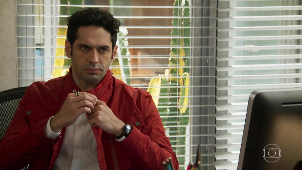 Beto conta a Carmela seu plano para atrapalhar o casamento de Tancinha