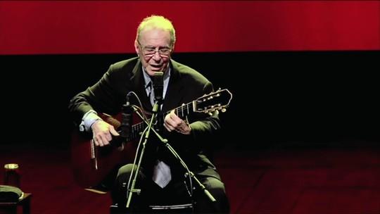 Nelson Motta relembra como conheceu João Gilberto e como o músico mudou a sua vida