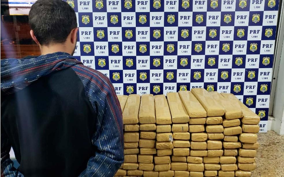Homem é preso após a PRF encontrar 100 kg de maconha com suspeito no sudoeste da Bahia — Foto: Divulgação/PRF