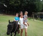 Claudia Mauro e os gêmeos Pedro e Carolina   Arquivo pessoal