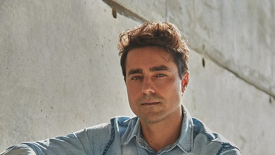 Ricardo Pereira contou com a ajuda da mulher para gravações a distância de 'Amor e Sorte': 'Foi um projeto a quatro mãos'