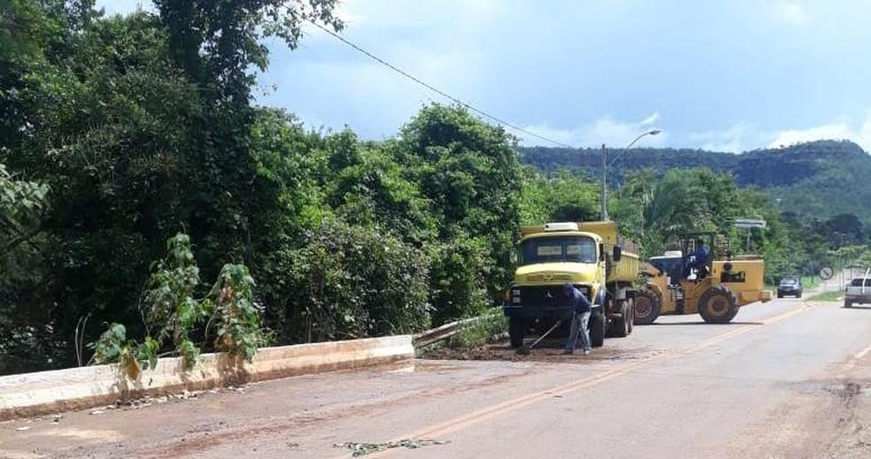 Ponte passou por reparou após o córrego transbordar — Foto: Divulgação/Governo do Tocantins