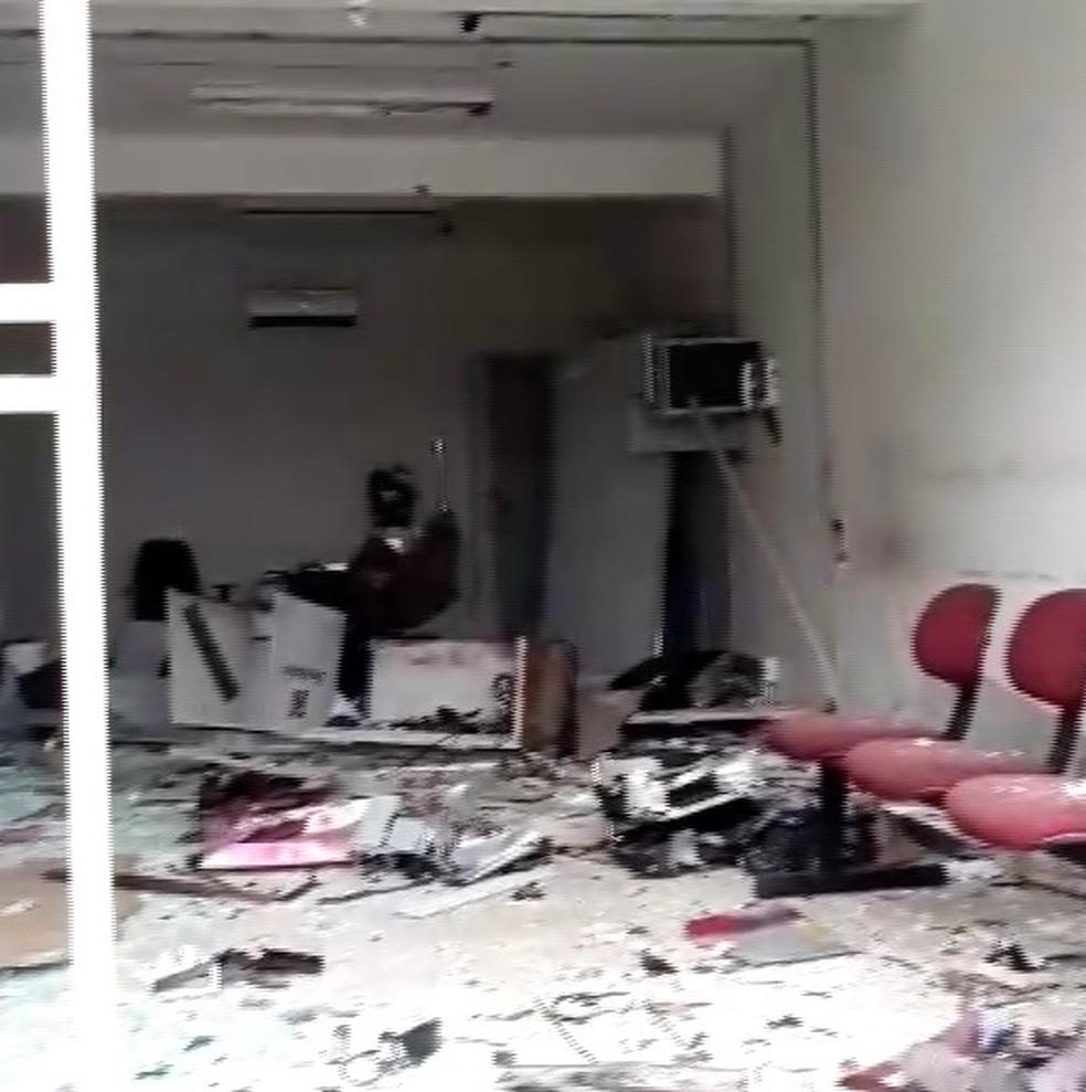Explosão deixou agência bancária destruída em Antônio Martins (Foto: Cedida)