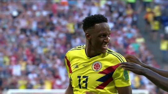 """Senegalês """"descansando"""" na trave em gol colombiano vira piada na web"""