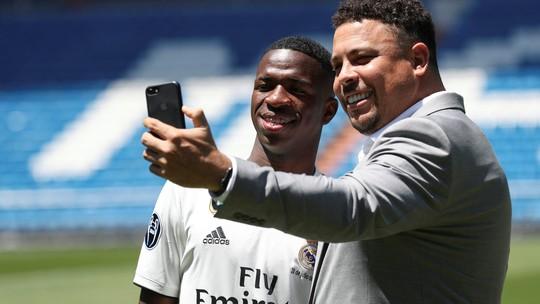 """""""Se eu jogar 10% do que ele jogou vou ser muito feliz"""", diz Vinícius Jr sobre Ronaldo"""