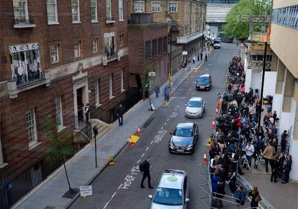 Entrada de hospital em que está Kate Middleton (Foto: Reprodução)