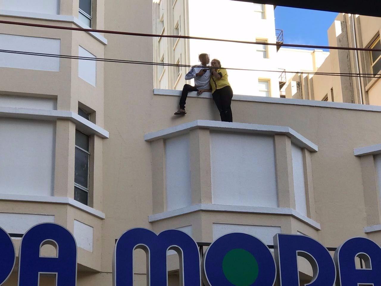 Assalto com refém no Centro de Fortaleza gera tumulto e correria