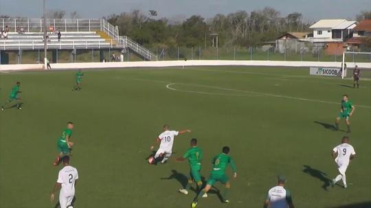 Léo Gago marca golaço na Série B do Catarinense e brinca sobre Puskás; vídeo