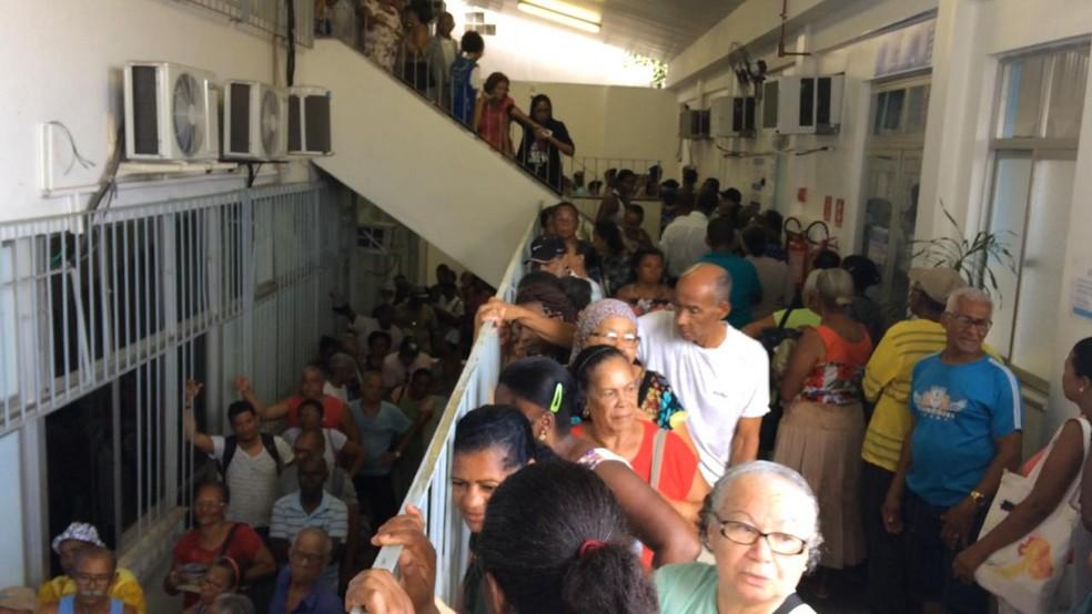 Pacientes no mmulticentro de saúde Carlos Gomes, em Salvador â?? Foto: Camila Oliveira/TV Bahia