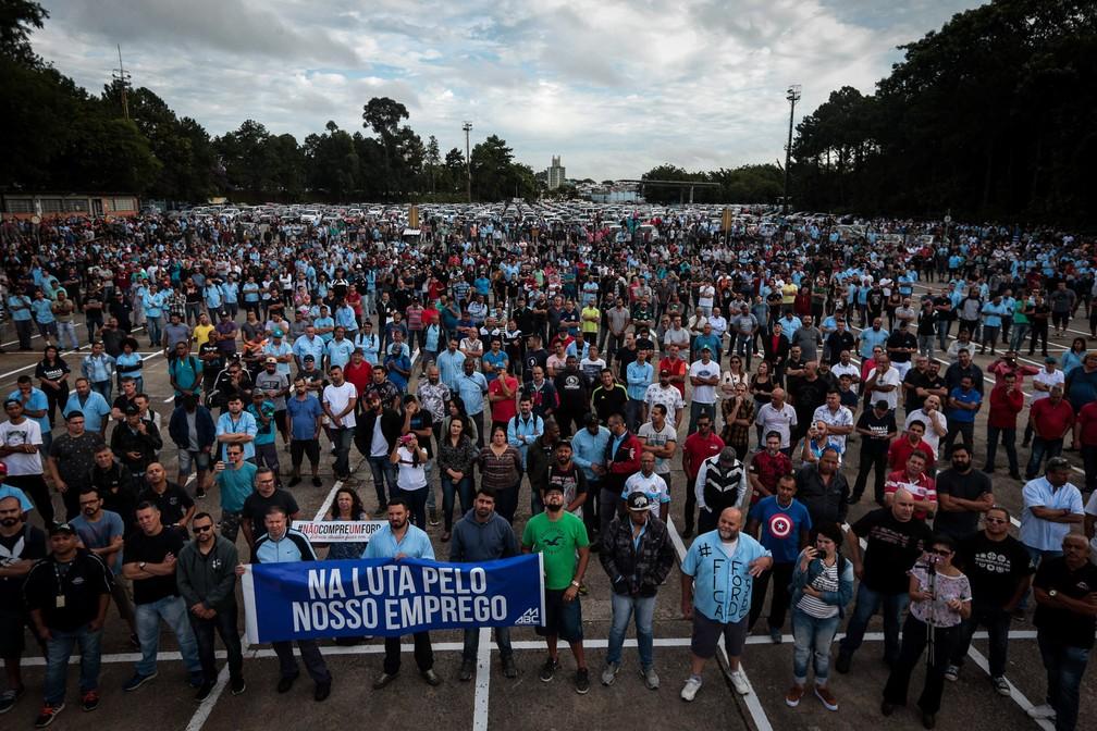 Funcionários da Ford em greve fazem protesto da sede do Sindicato dos Metalúrgicos do ABC até a igreja matriz de São Bernardo do Campo, na Grande São Paulo, em março de 2019 — Foto: Felipe Rau/Estadão Conteúdo/Arquivo