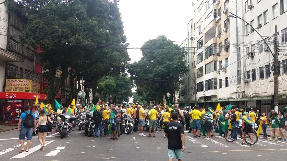 Manifestantes se concentraram na avenida Presidente Vargas, em Belém — Foto: Reginaldo Gonçalves/TV Liberal.
