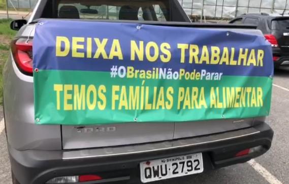 Coronavírus: manifestantes fazem carreata e pedem reabertura do comércio em Divinópolis