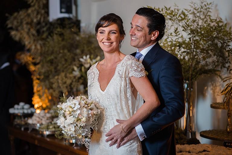 """Glenda Kozlowski disse """"sim"""" ao dentista Luis Tepedino, em 22 de setembro de 2017,  no restaurante Prado, no Rio de Janeiro (Foto: V Rebel / Divulgação)"""