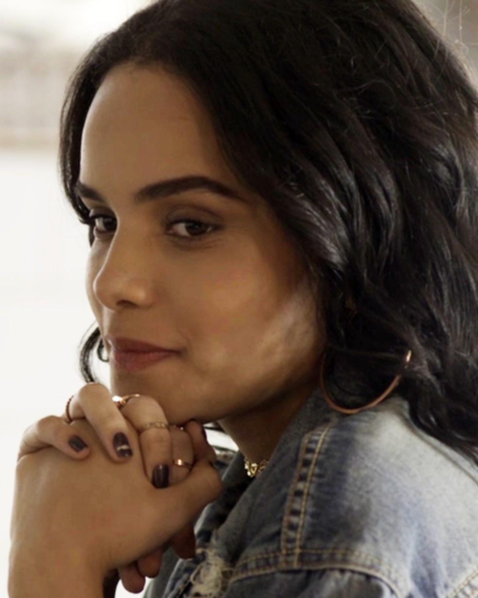 K2 (Carol Macedo) procura Roney (Lucio Mauro Filho) em 'Malhação - Viva a Diferença' — Foto: Globo