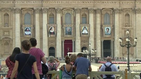 Milhares de brasileiros estão em Roma para a cerimônia de canonização de Irmã Dulce