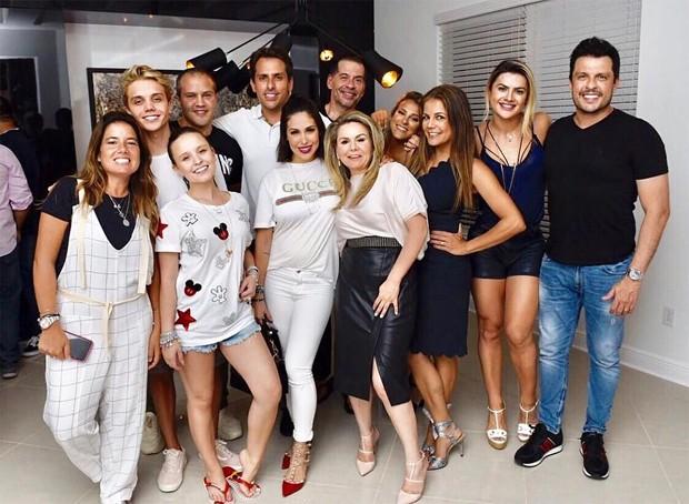 Nívea Stelmann se encontra com Larissa Manoela, Ceará e Mirella Santos em Orlando, nos Estados Unidos (Foto: Reprodução / Instagram)