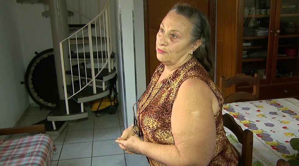 Maria Lúcia Sebastião mostra a casa que será alugada durante a Festa do Peão de Barretos, SP (Foto: Alexandre Sá/EPTV)